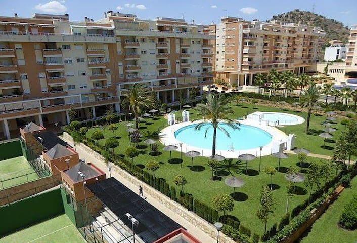 Malaga-Feria-Playa 7km-4hab.