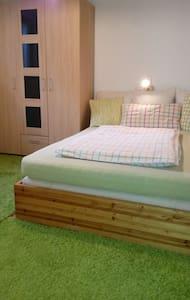 Gemütliches Einzimmer-Studio mit eigenem Eingang - Rumah Tamu