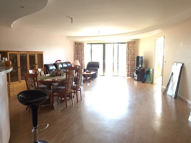 Big apartment in Garran- Nice host - Garran