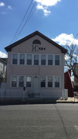 121-Beach house has 2 apt (16 guest - Seaside Heights - Apartment