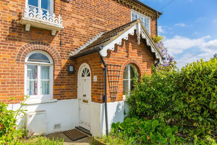 Charming Grade 2 listed Cottage Buckinghamshire