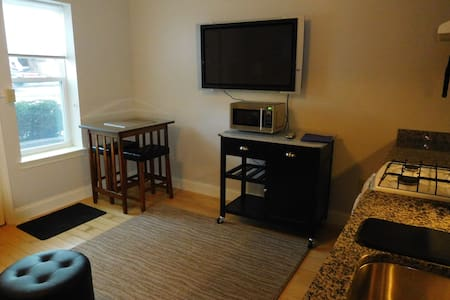 Elmwood viliage studio apartment - Buffalo - Apartamento