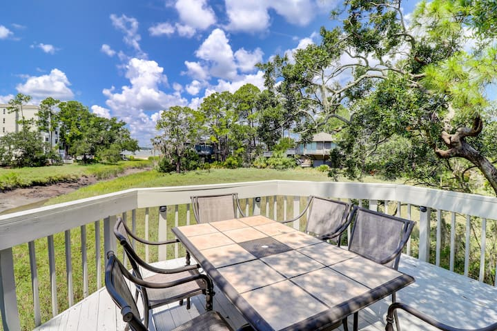 Bask in nostalgia with a stay in a treehouse-inspired condo w/ marsh views!