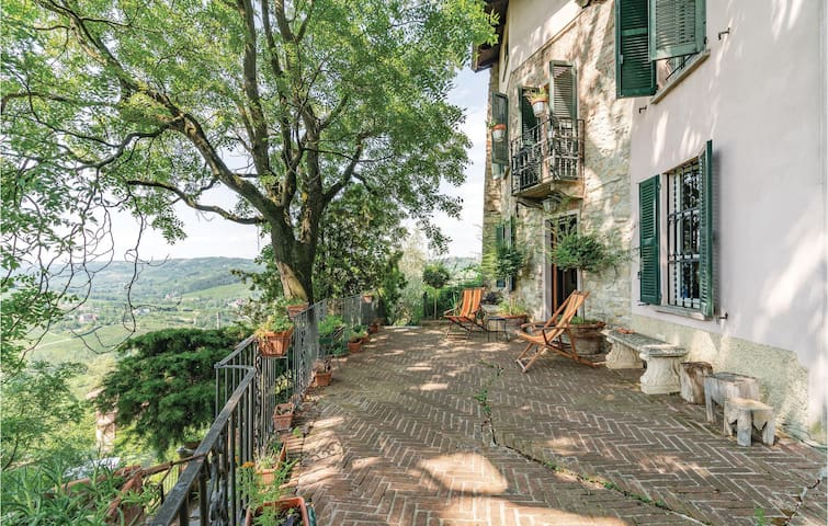 Holiday apartment with 4 bedrooms on 300m² in S.Maria della Versa PV