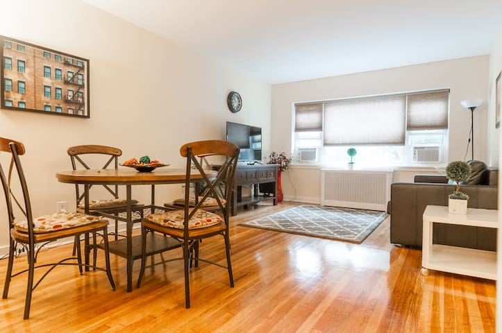 Bright Apt by St. Peters University  20 min to NYC