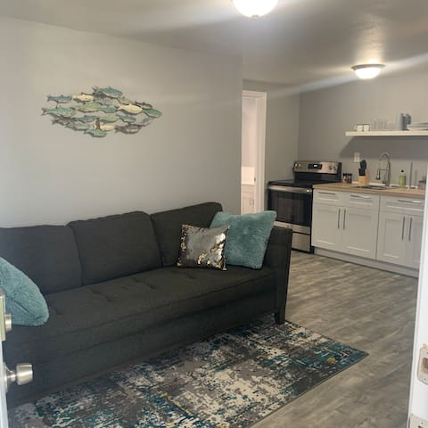 ☆ WATERFRONT 1/1 - CLOSE TO AIRPORT - PET FRIENDLY