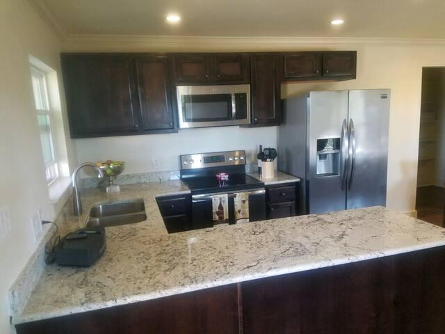 Fully equipped kitchen with all the high end finishes