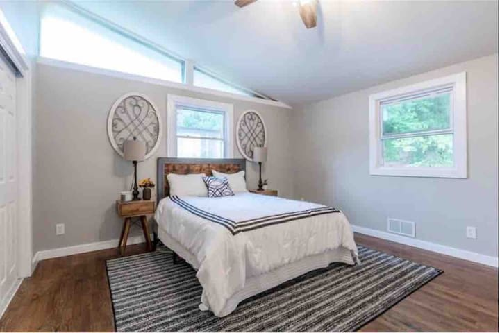 East Atlanta, minutes from downtown Emory Sleeps 8