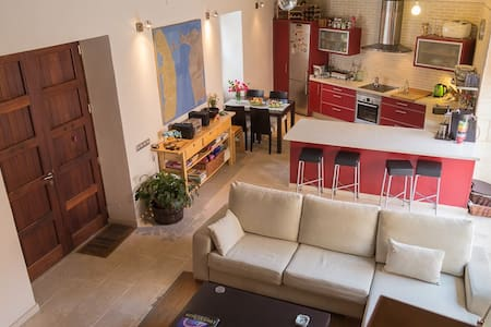 Cosy, spacious double bedroom in picturesque house - Biniali