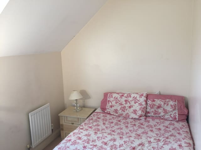 Double Bedroom, Parking Available