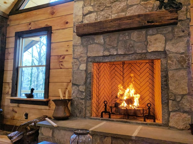 Dovetails: A Newly Built Private, Luxury Cabin