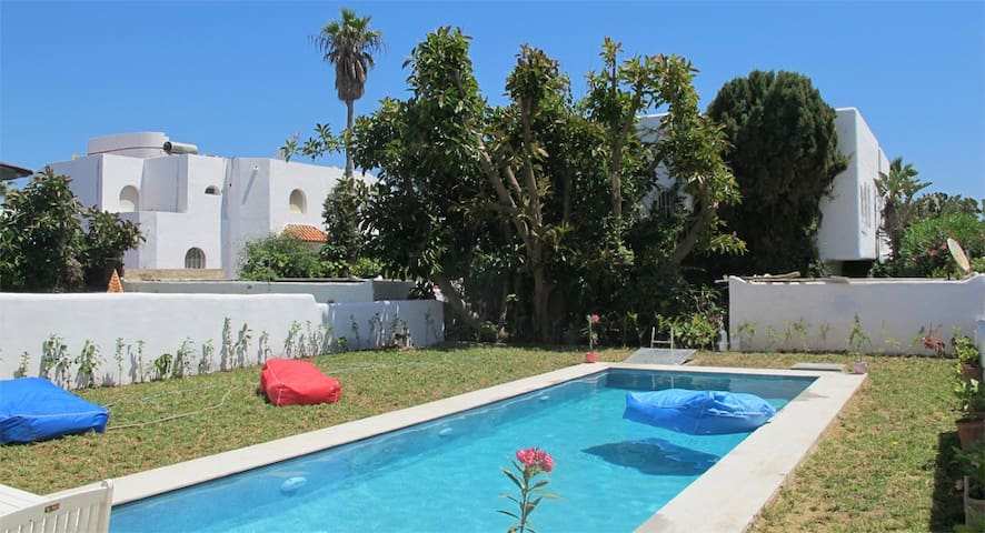 Great Guest house with swimming pool and sea view