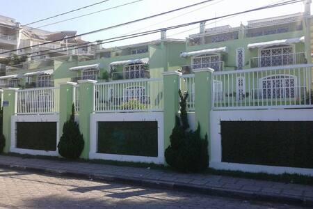 Ap em Ubatuba, condomínio de frente à Praia Grande