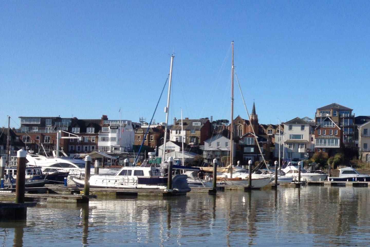 Just yards from Cowes' famous waterfront, Cringle Cottage is a perfect place to stay.