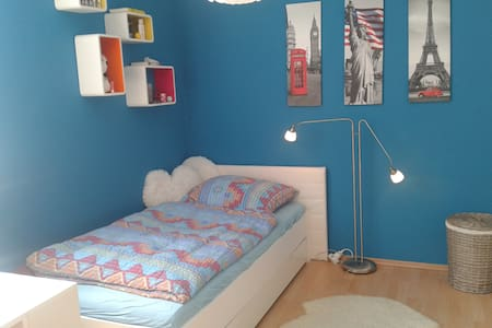 Nice, modern, quite single room in the green North - Berlim - Apartamento