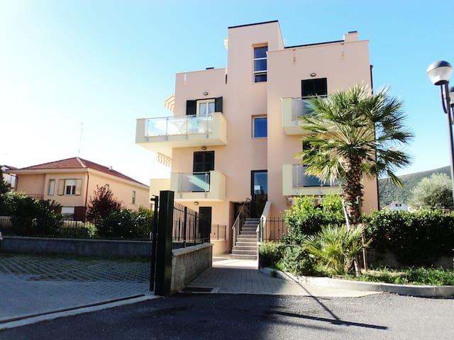 """Casa vacanze """"Sole 3"""" - Borghetto Santo Spirito - Apartemen"""