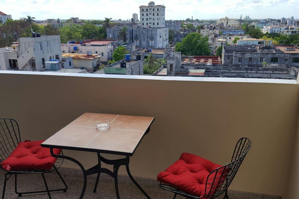 balcón con una excelente vista de la ciudad