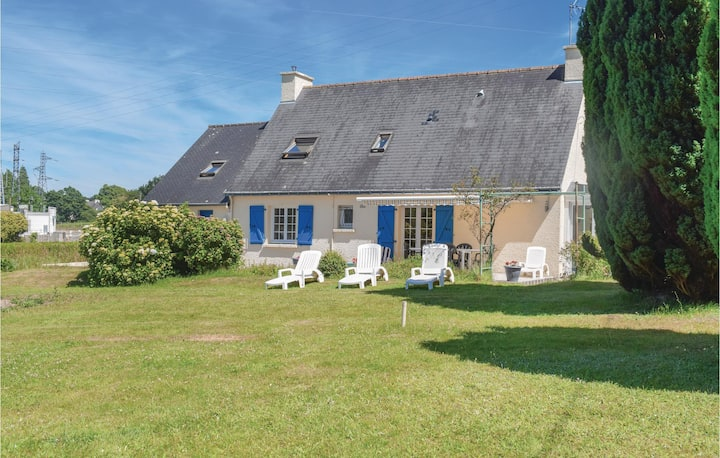 Holiday cottage with 4 bedrooms on 150m² in Mur de Bretagne