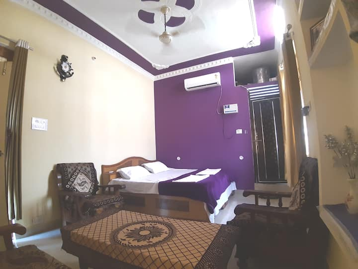 Deluxe ac room of shreeramhomestay