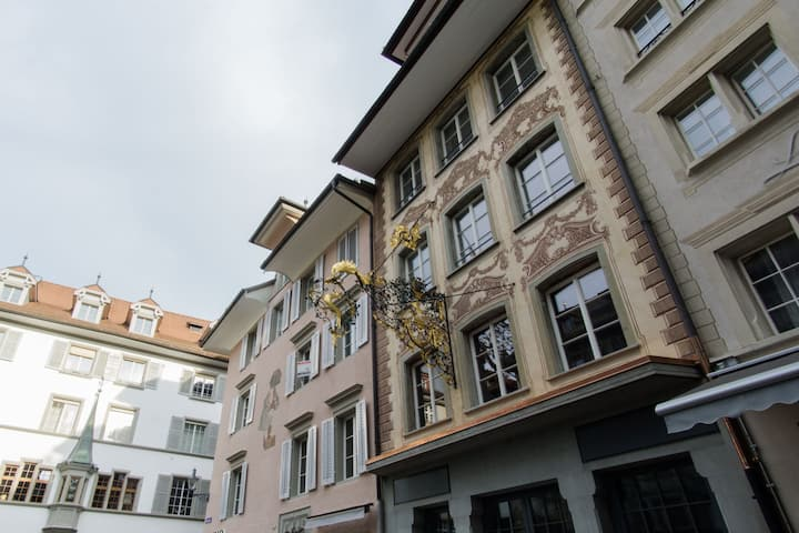 Hirschen 1 - Luxury historic old town apartment