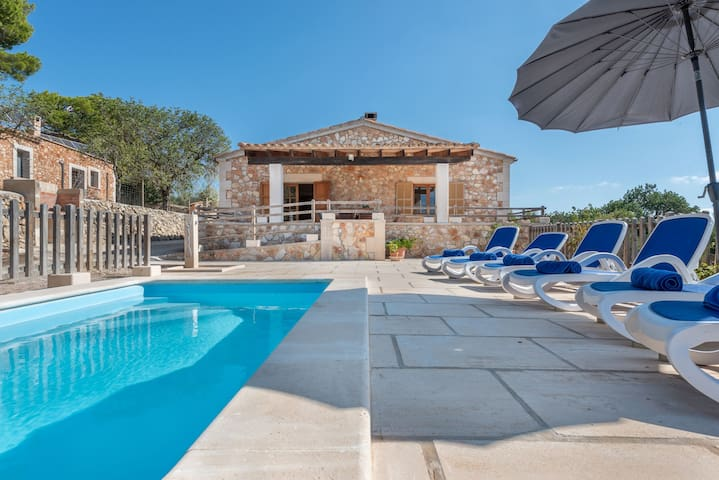 """Rustic Country House """"Saresta den Rumbet"""" with Pool, Garden, Terrace & Wi-Fi; Parking Available"""