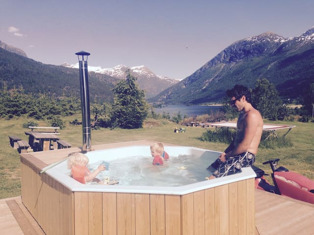 Storesunde panorama, 1 mil fra Stryn. - Stryn - House