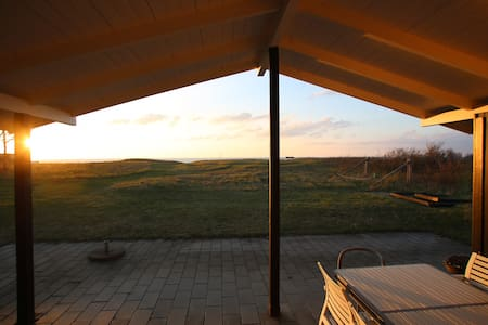Cottage with seaview, family friendly, sunset - Vejby - Mökki
