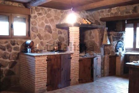 Casa rural con encanto en Guadalajara - Galápagos - 独立屋