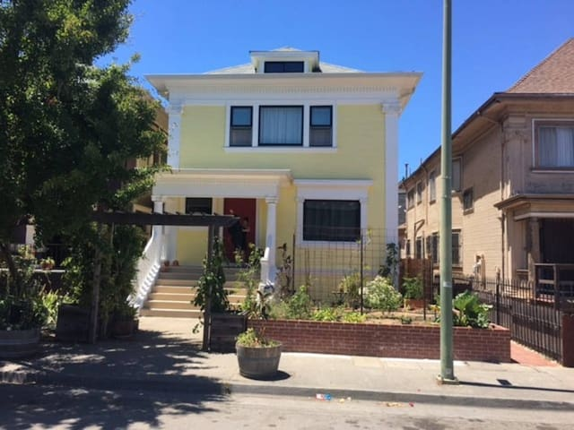 Stunning 1904 Colonial in Oakland