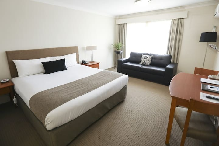 Orana Motel - Corporate King Bed Room
