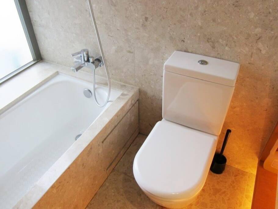 Bathroom with bath/shower