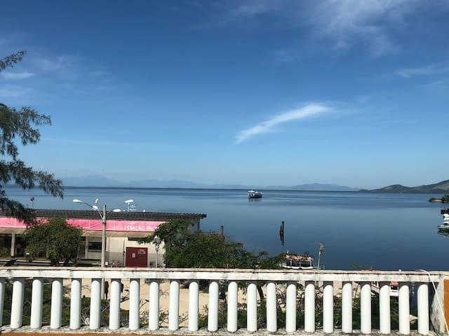 Apartamento com vista para o mar próximo as barcas