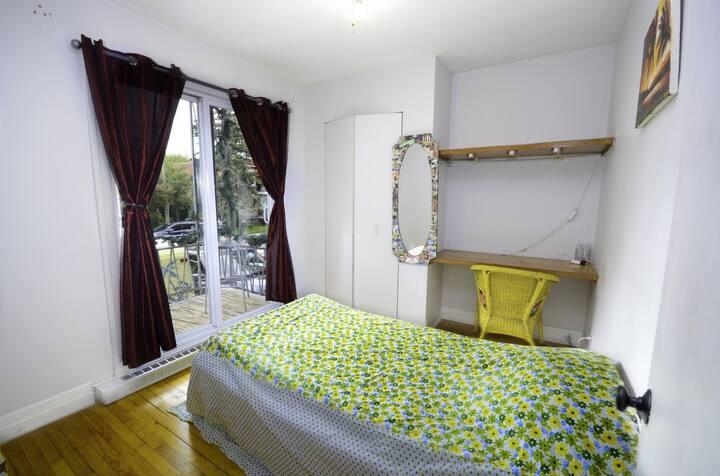 Belle petite chambre 15 min metro du centre ville