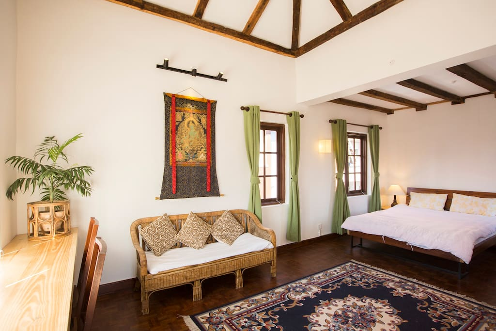 Luxurious attic suite w walk in shower near patan for Chambre walk in