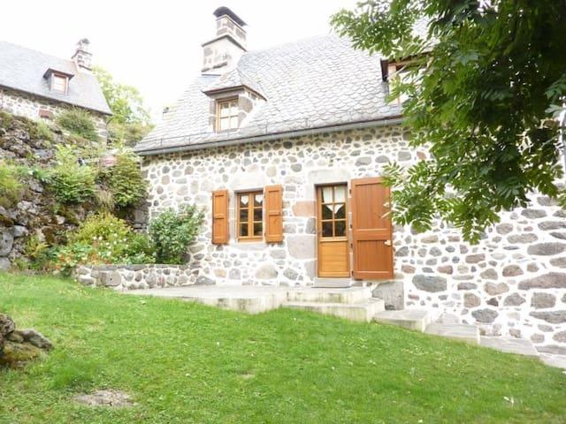 Prallat _ - Saint-Projet-de-Salers - House