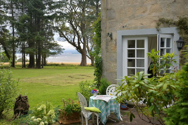 Bayfield Cottage in Nigg Villiage Tain