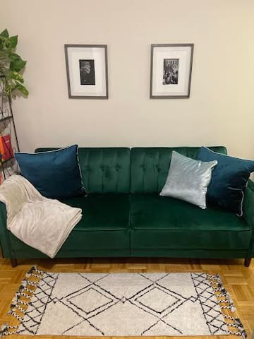LOOKING FOR JUNE SUBLEASER - bright UES sanctuary