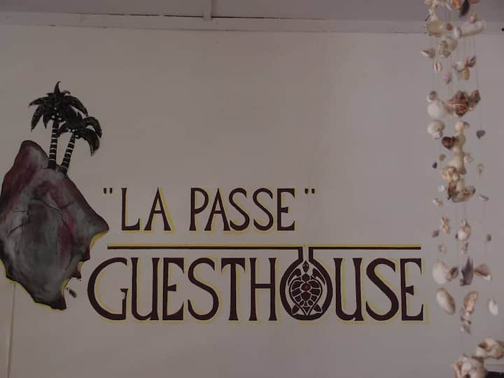 LAPASSE GUESTHOUSE 5 minutes walk from Port.