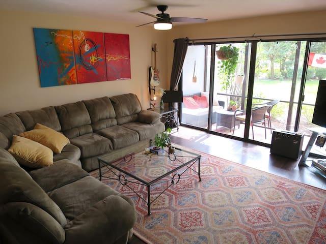 Centralized Comfy Condo - Bradenton/Sarasota!