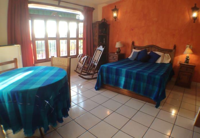 Zapotillo Zihuatanejo room at El Tamarindo - Zihuatanejo - Villa