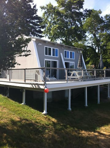 Cottage on half-acre waterfront with ocean views. - Gloucester - Talo