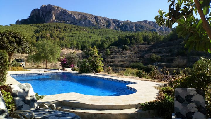 Spanish Farmhouse with pool & mountain views Calpe