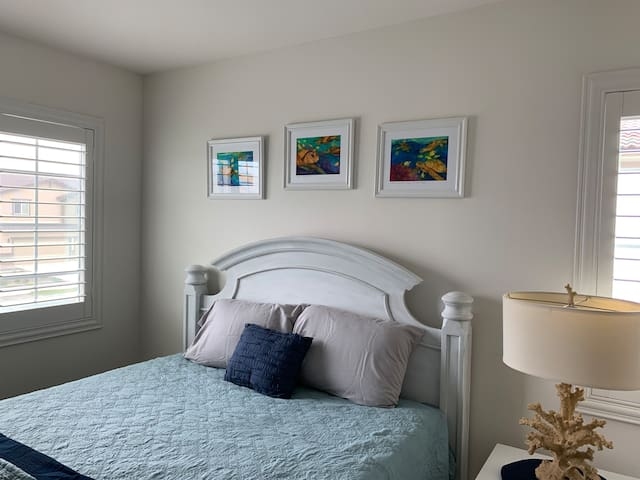 Coastal Sage Private Queen B Bed, Shared Bathroom