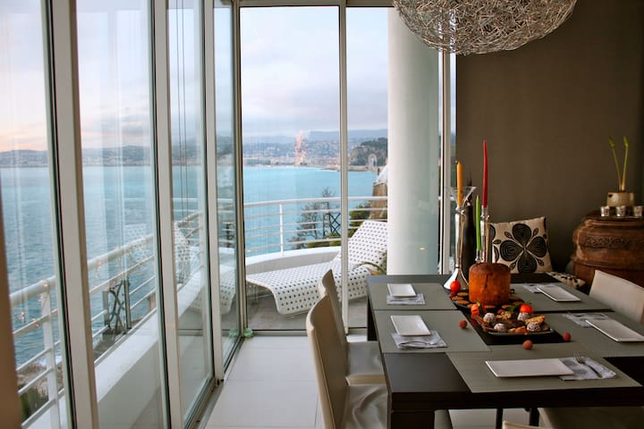 SEAFRONT APARTMENT WITH STUNNING VIEW OVER NICE