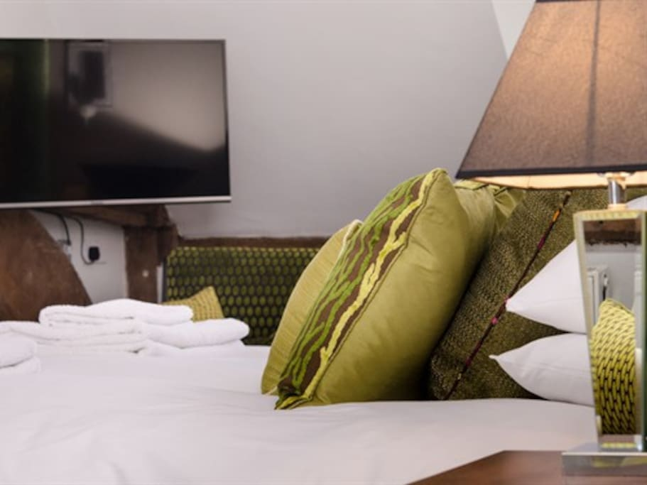 Relax in the wonderful Hypnos bed and watch the box.