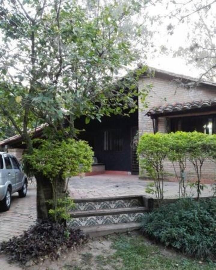 Casa amueblada con patio verano en Villa Florida
