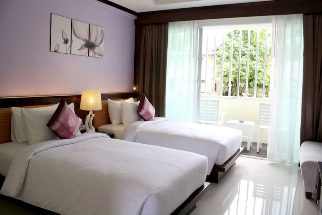Deluxe twin beds room