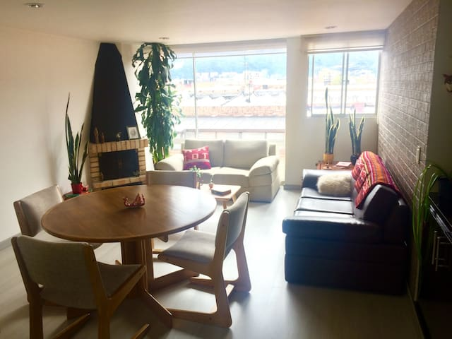 Double room, excellent location in north Bogotá