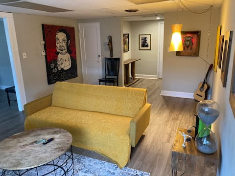 Awsome Downtown Brecksville Apartment!