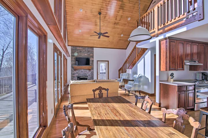 NEW! Secluded Hilltop Getaway w/ Deck + Views!